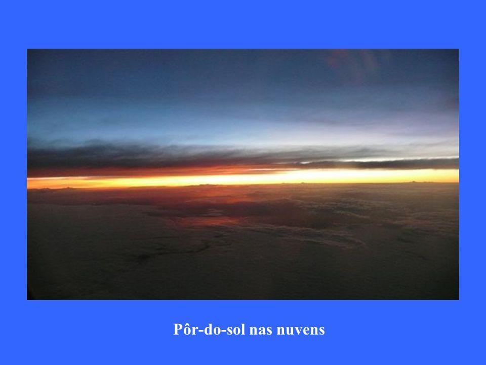 Pôr-do-sol nas nuvens
