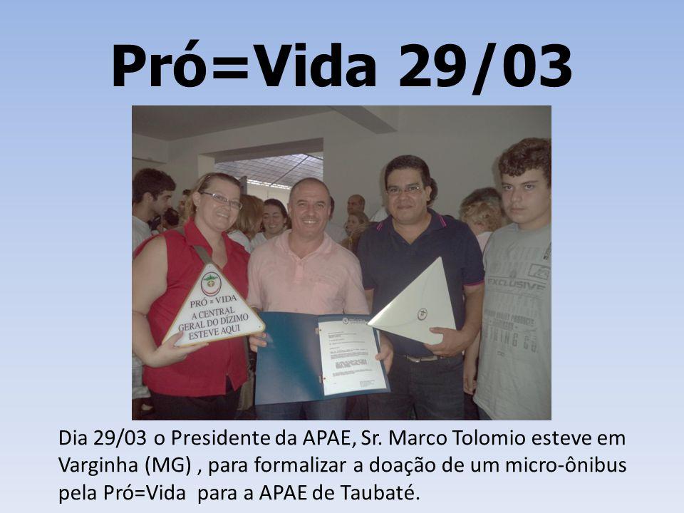 Pró=Vida 29/03 Dia 29/03 o Presidente da APAE, Sr. Marco Tolomio esteve em Varginha (MG), para formalizar a doação de um micro-ônibus pela Pró=Vida pa