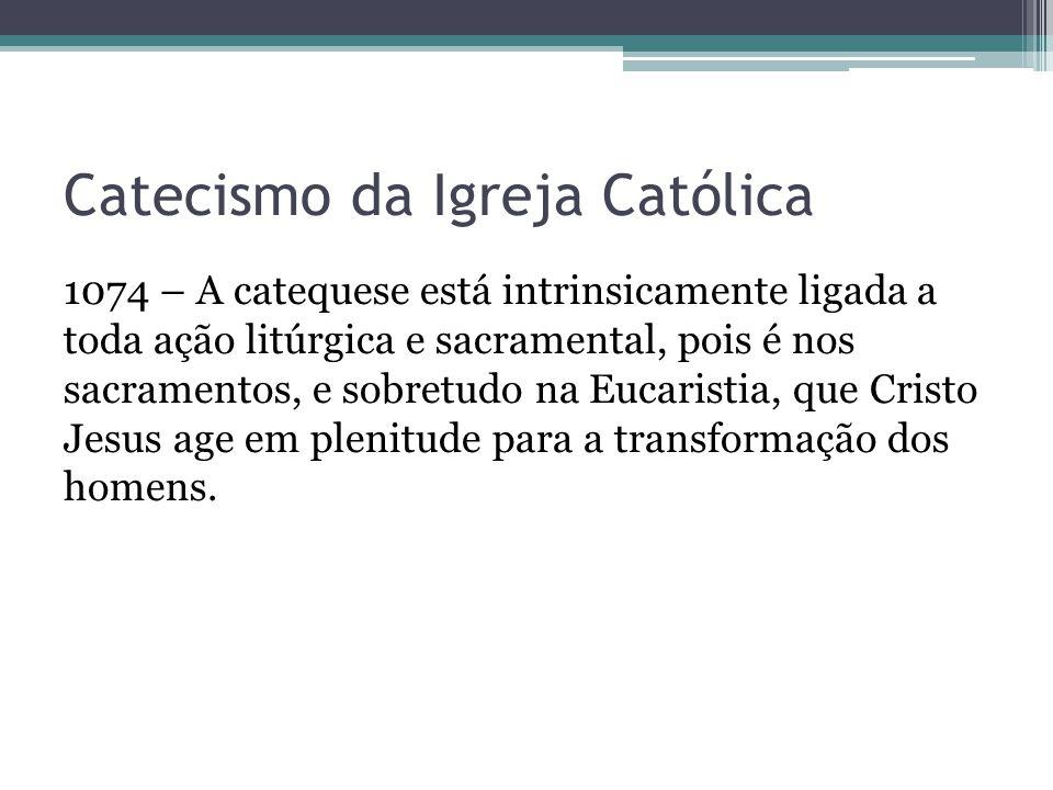 Catecismo da Igreja Católica 1074 – A catequese está intrinsicamente ligada a toda ação litúrgica e sacramental, pois é nos sacramentos, e sobretudo n