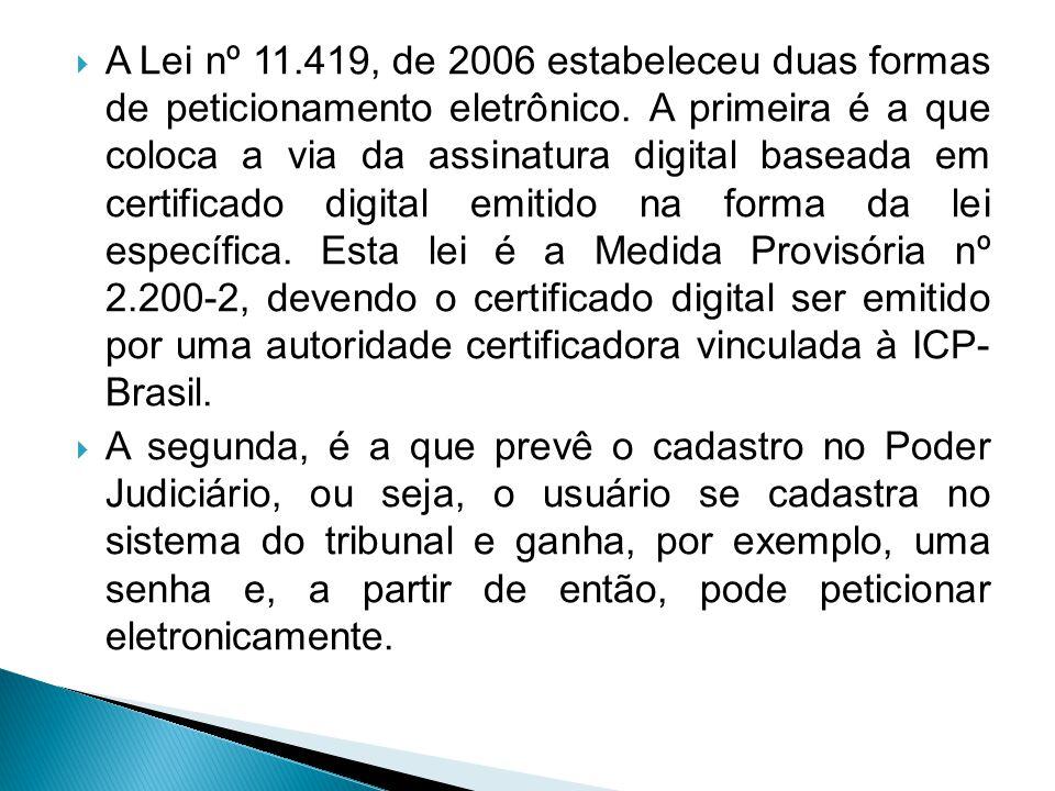  A Lei nº 11.419, de 2006 estabeleceu duas formas de peticionamento eletrônico. A primeira é a que coloca a via da assinatura digital baseada em cert