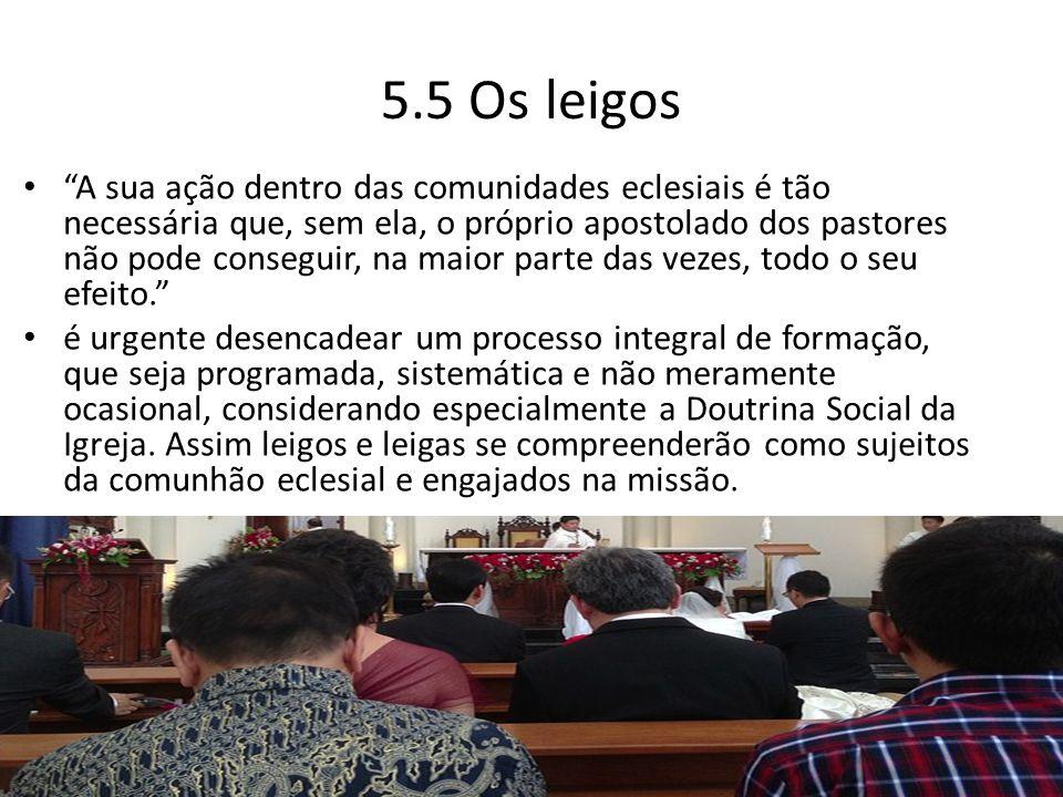 """5.5 Os leigos """"A sua ação dentro das comunidades eclesiais é tão necessária que, sem ela, o próprio apostolado dos pastores não pode conseguir, na mai"""
