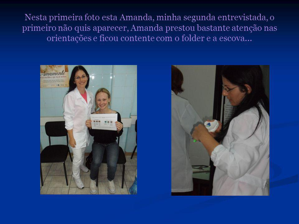 Nesta primeira foto esta Amanda, minha segunda entrevistada, o primeiro não quis aparecer, Amanda prestou bastante atenção nas orientações e ficou contente com o folder e a escova...