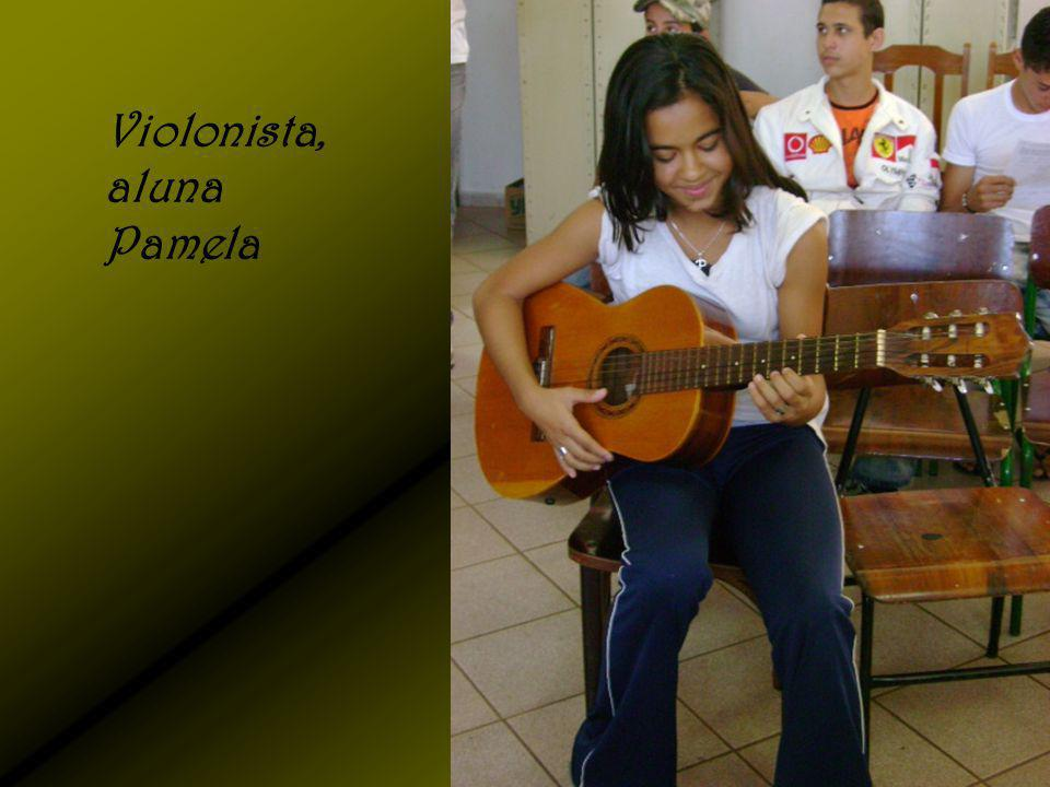 Violonista, aluna Pamela