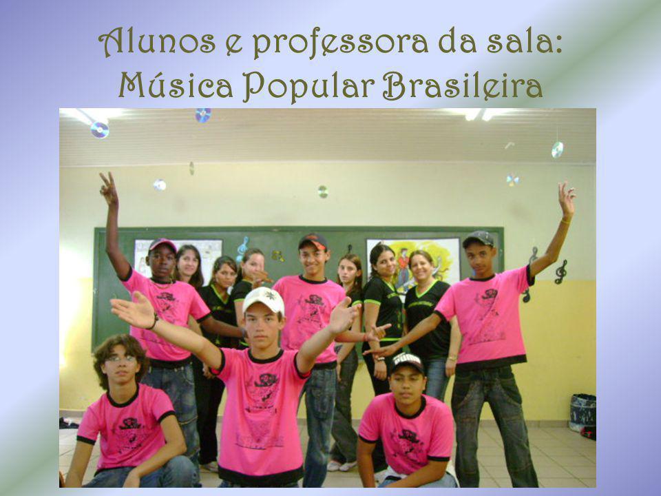 Alunos e professora da sala: Música Popular Brasileira