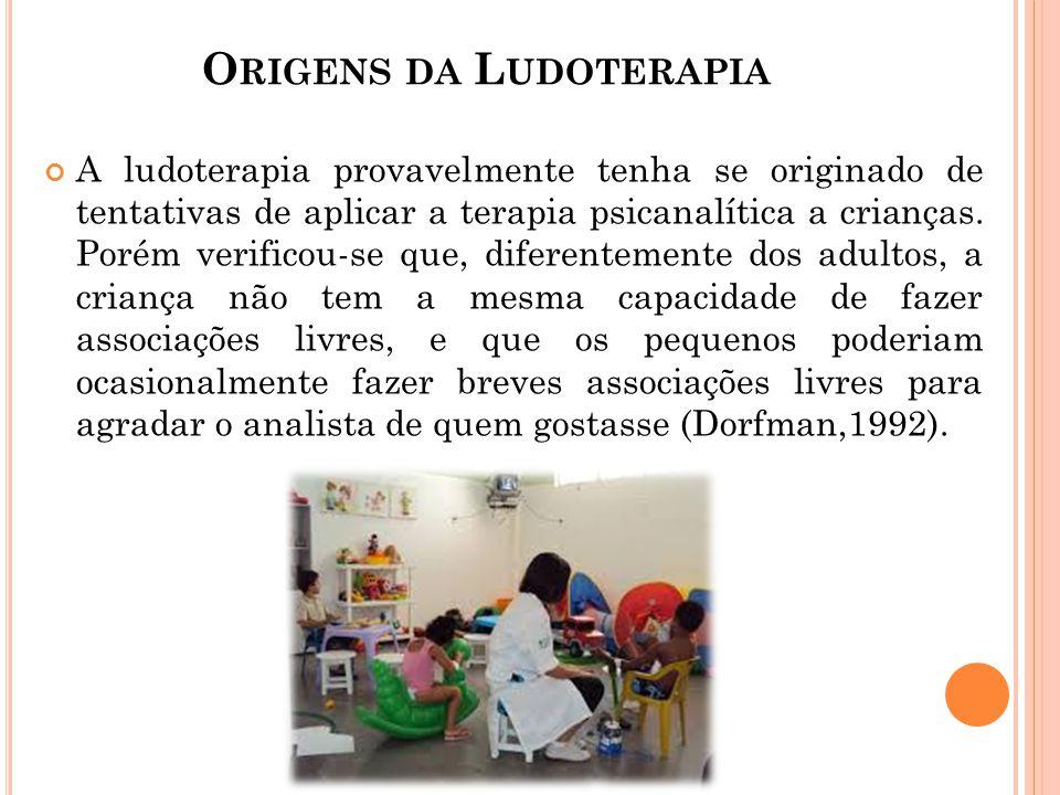 O RIGENS DA L UDOTERAPIA A ludoterapia provavelmente tenha se originado de tentativas de aplicar a terapia psicanalítica a crianças. Porém verificou-s