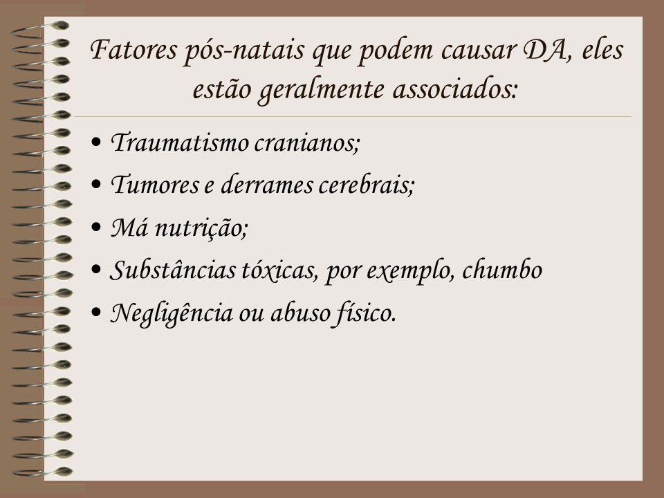 Fatores pós-natais que podem causar DA, eles estão geralmente associados: Traumatismo cranianos; Tumores e derrames cerebrais; Má nutrição; Substância