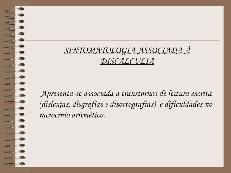 Apresenta-se associada a transtornos de leitura escrita (dislexias, disgrafias e disortografias) e dificuldades no raciocínio aritmético.