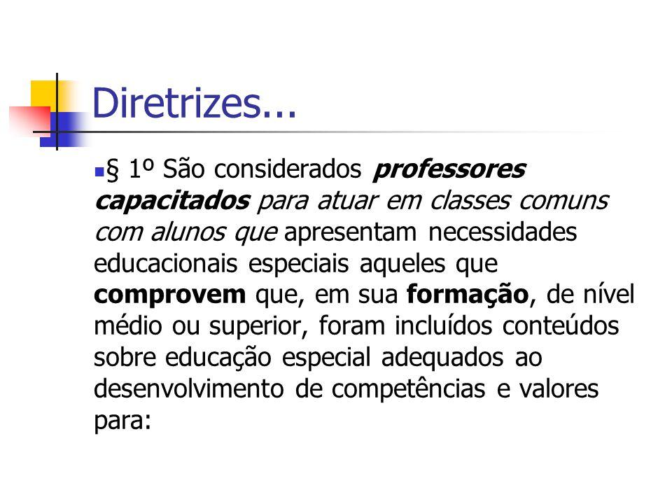 Diretrizes... § 1º São considerados professores capacitados para atuar em classes comuns com alunos que apresentam necessidades educacionais especiais