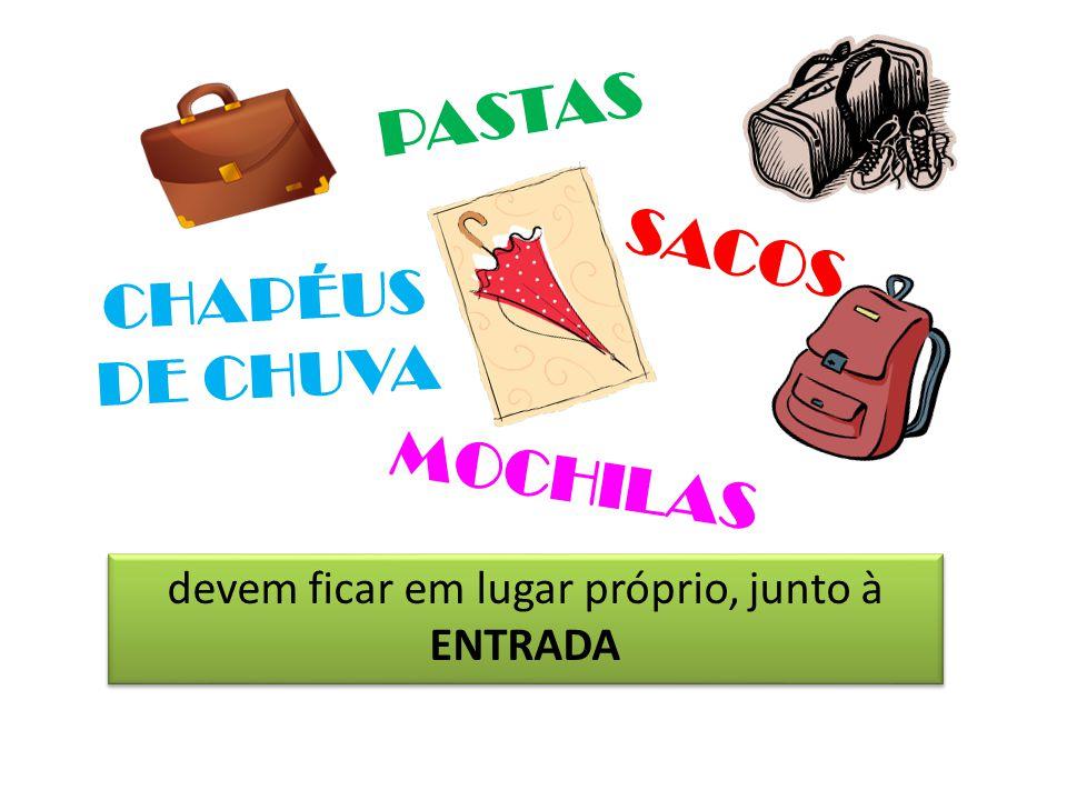 devem ficar em lugar próprio, junto à ENTRADA CHAPÉUS DE CHUVA MOCHILAS SACOS PASTAS