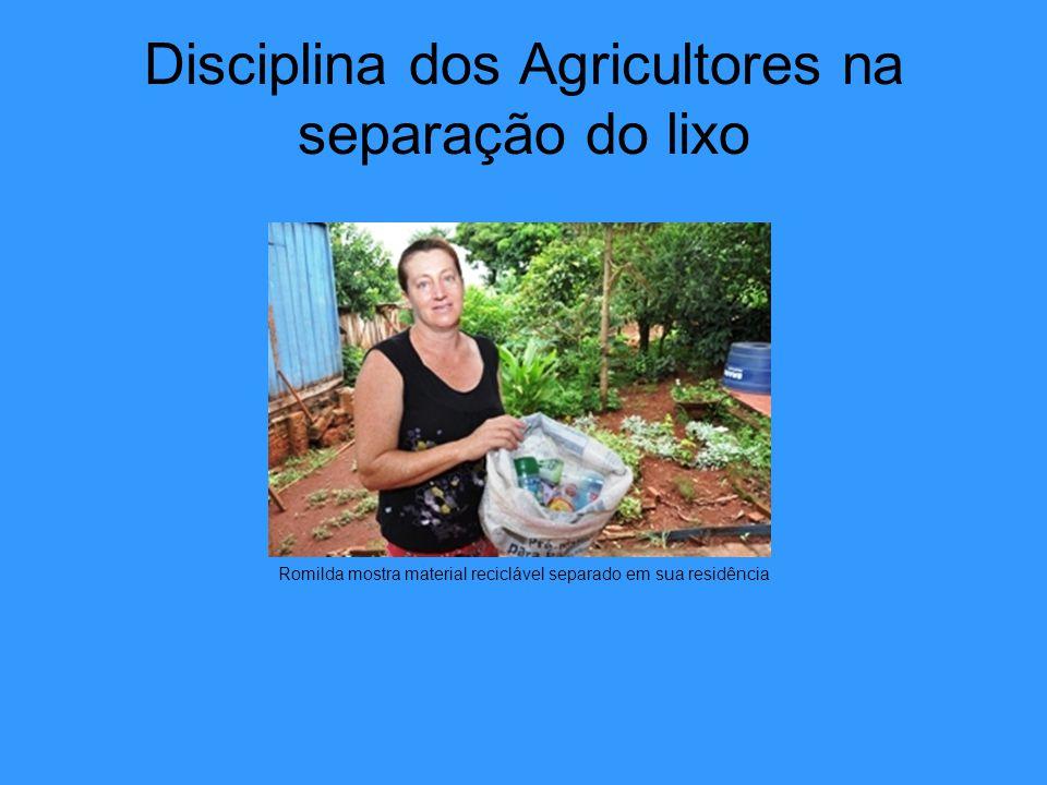 Disciplina dos Agricultores na separação do lixo Romilda mostra material reciclável separado em sua residência