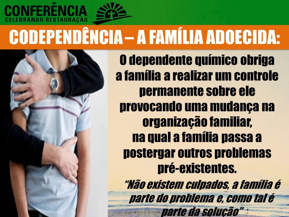 O dependente químico obriga a família a realizar um controle permanente sobre ele provocando uma mudança na organização familiar, na qual a família passa a postergar outros problemas pré-existentes.