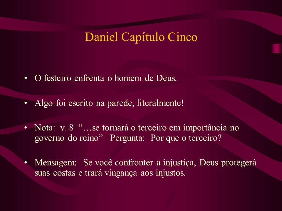 """Daniel Capítulo Cinco O festeiro enfrenta o homem de Deus. Algo foi escrito na parede, literalmente! Nota: v. 8 """"…se tornará o terceiro em importância"""