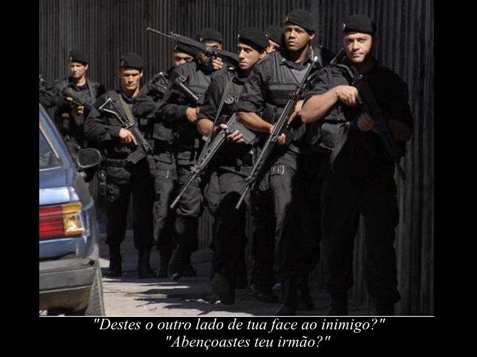E o Policial, prostrando-se, espera o veredicto do SENHOR...