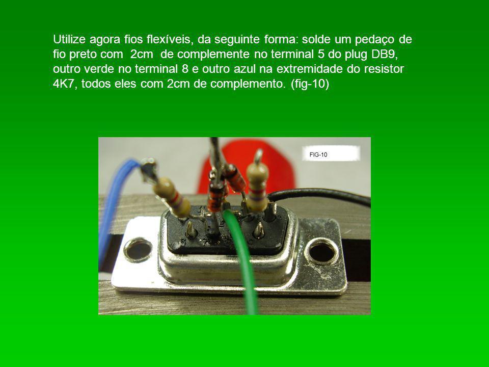 Utilize agora fios flexíveis, da seguinte forma: solde um pedaço de fio preto com 2cm de complemente no terminal 5 do plug DB9, outro verde no termina