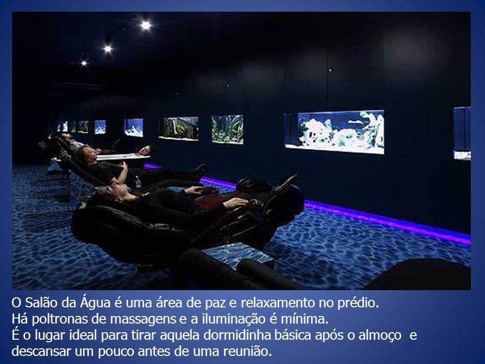 O Salão da Água é uma área de paz e relaxamento no prédio.