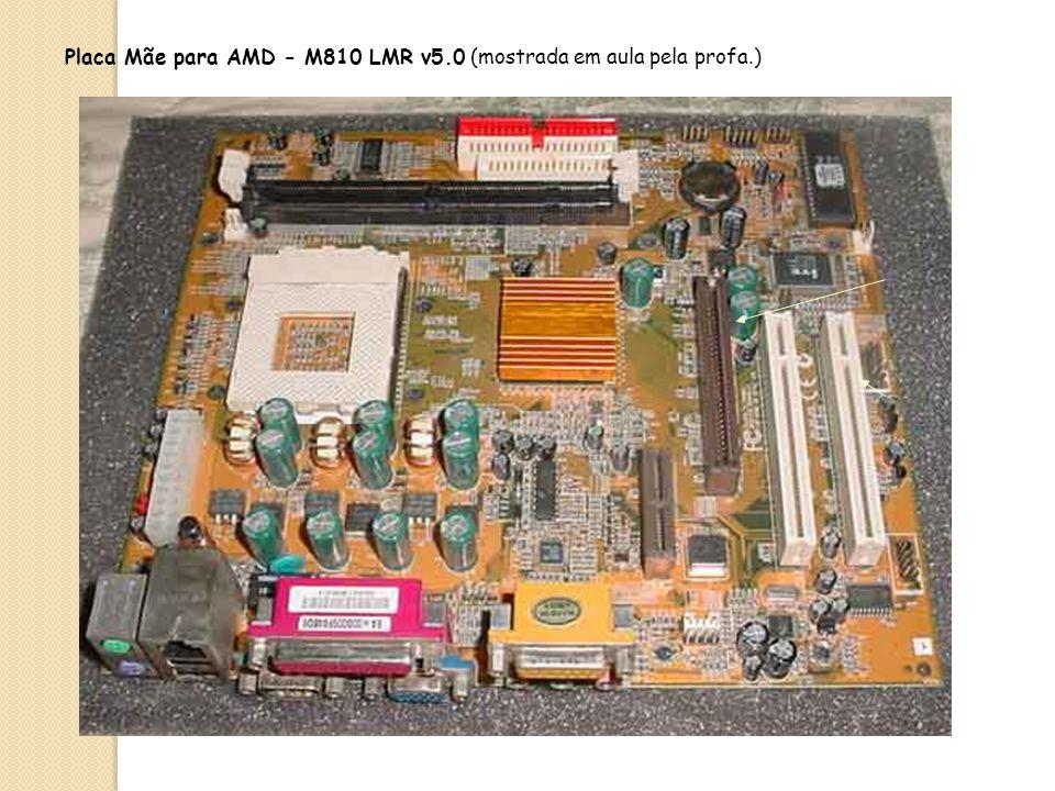 Chipset De maneira geral podemos dizer que o chipset é formado por 2 circuitos chamados: Controlador do Sistema Central ou Ponte Norte comunica o proc