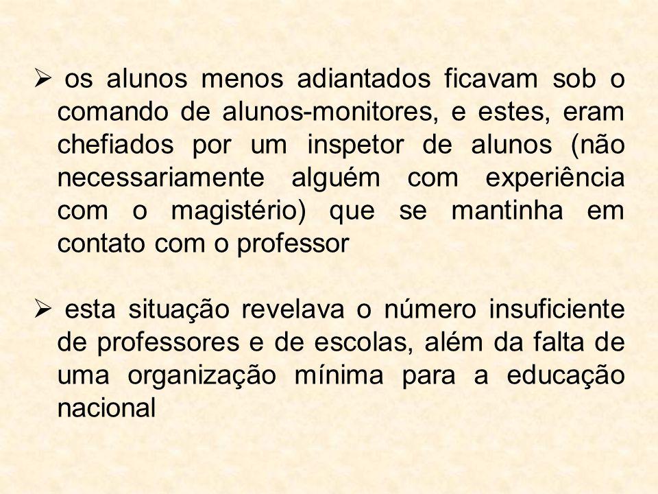  os alunos menos adiantados ficavam sob o comando de alunos-monitores, e estes, eram chefiados por um inspetor de alunos (não necessariamente alguém