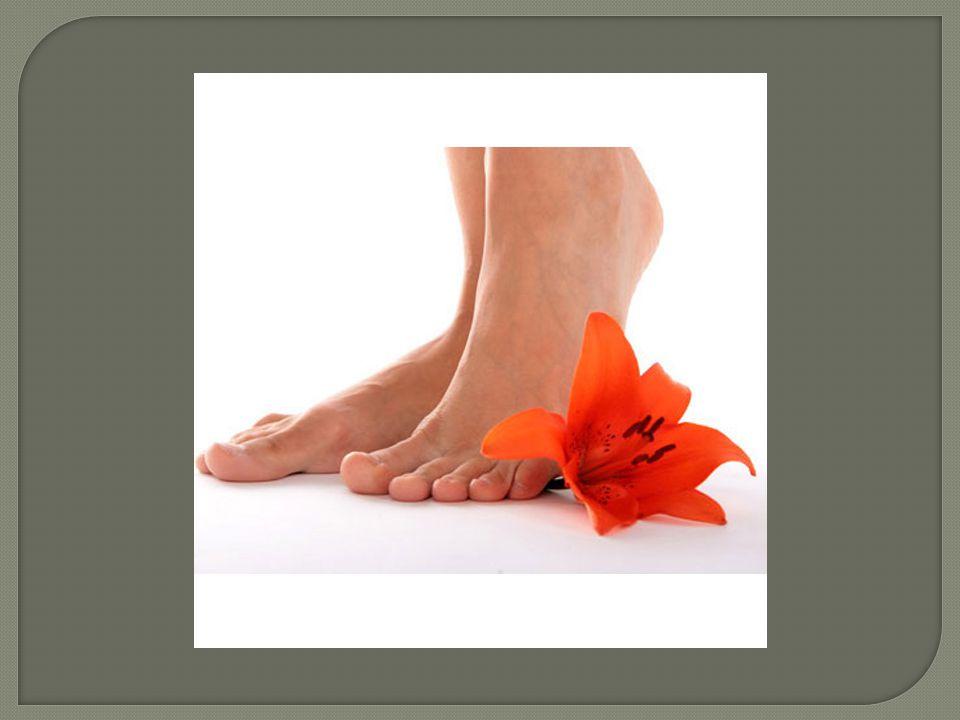  Faça o corte reto das unhas a cada 15 dias, pois evita que fiquem encravadas;  Não corte a cutícula, apenas empurre-a com uma espátula e retire o excesso sem cutucar;  Evite lixar muito os pés.