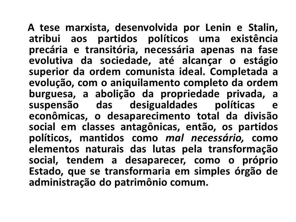 A tese marxista, desenvolvida por Lenin e Stalin, atribui aos partidos políticos uma existência precária e transitória, necessária apenas na fase evolutiva da sociedade, até alcançar o estágio superior da ordem comunista ideal.