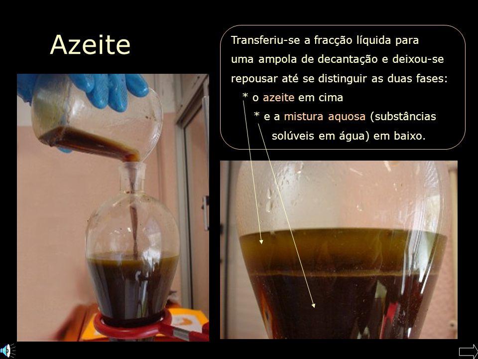 Azeite Transferiu-se a fracção líquida para uma ampola de decantação e deixou-se repousar até se distinguir as duas fases: * o azeite em cima * e a mistura aquosa (substâncias solúveis em água) em baixo.