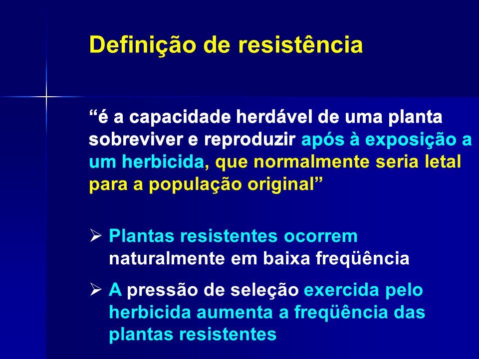  Plantas resistentes ocorrem naturalmente em baixa freqüência  A pressão de seleção exercida pelo herbicida aumenta a freqüência das plantas resiste