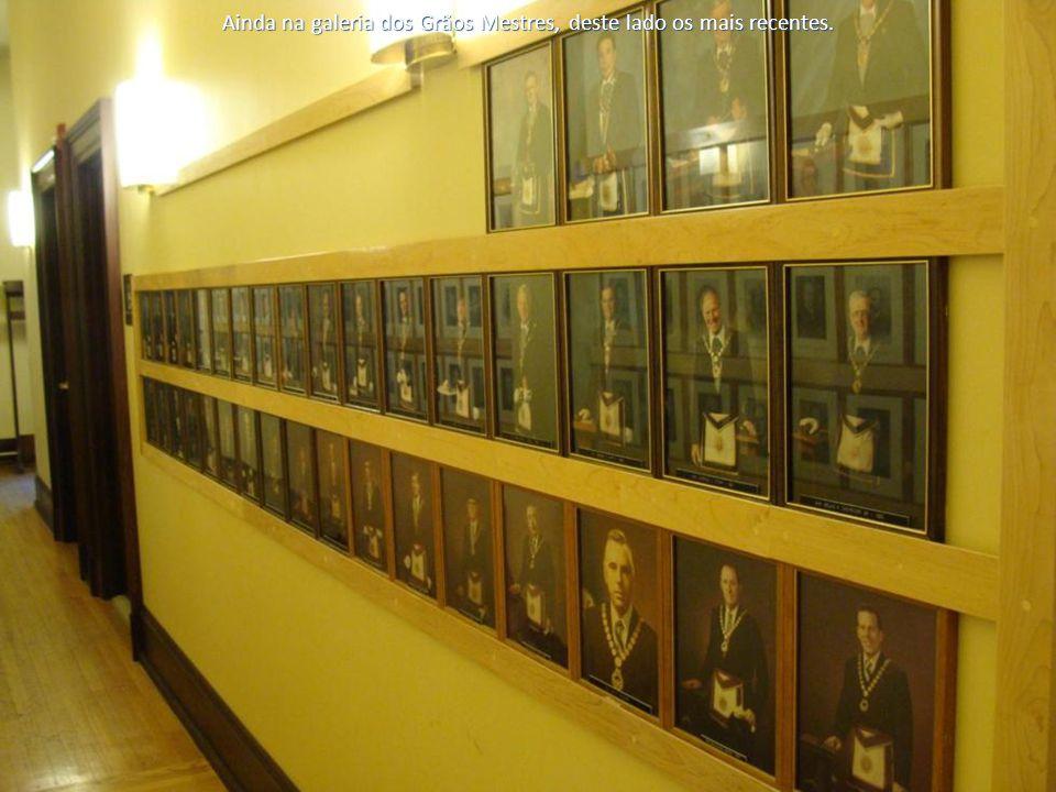 Ainda na galeria dos Grãos Mestres, deste lado os mais recentes.