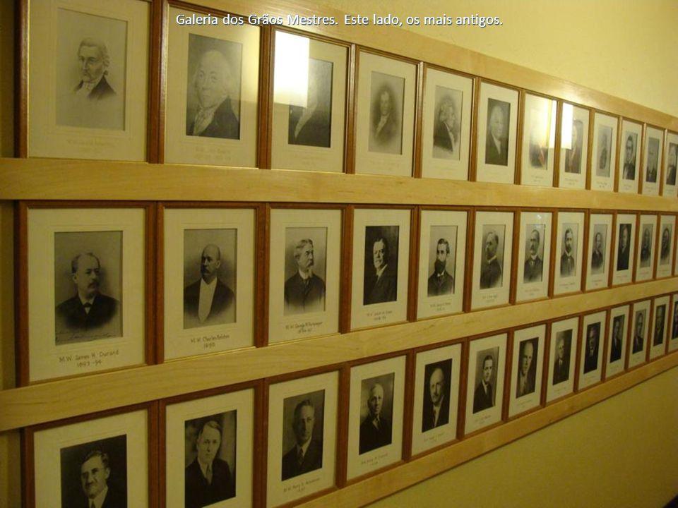 Galeria dos Grãos Mestres. Este lado, os mais antigos.