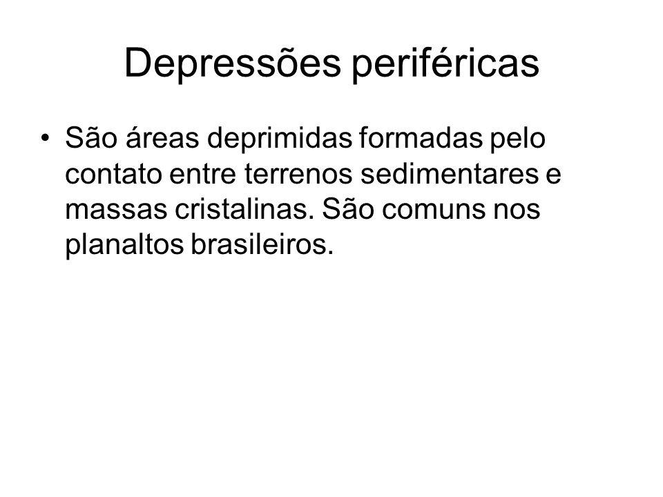 Depressões periféricas São áreas deprimidas formadas pelo contato entre terrenos sedimentares e massas cristalinas. São comuns nos planaltos brasileir