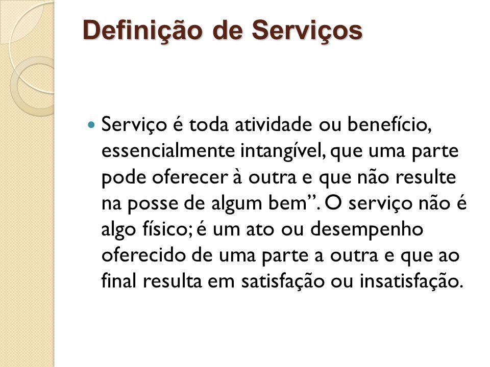 Definição de Serviços Serviço é toda atividade ou benefício, essencialmente intangível, que uma parte pode oferecer à outra e que não resulte na posse