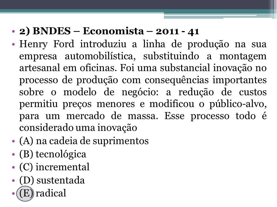 2) BNDES – Economista – 2011 - 41 Henry Ford introduziu a linha de produção na sua empresa automobilística, substituindo a montagem artesanal em oficinas.
