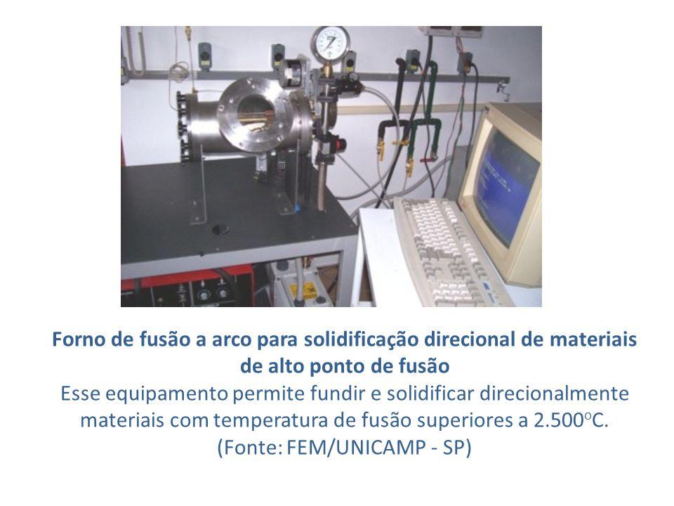 Forno de fusão a arco para solidificação direcional de materiais de alto ponto de fusão Esse equipamento permite fundir e solidificar direcionalmente materiais com temperatura de fusão superiores a 2.500 o C.