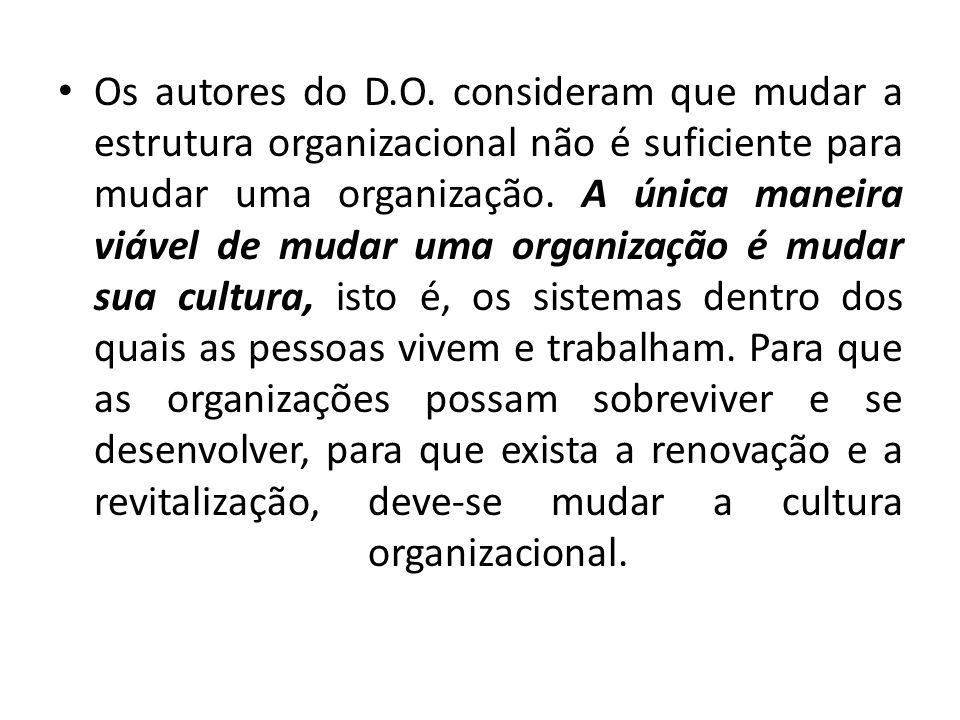 Os autores do D.O. consideram que mudar a estrutura organizacional não é suficiente para mudar uma organização. A única maneira viável de mudar uma or