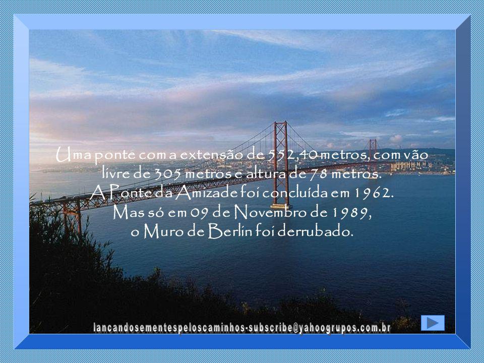 O mais incrível é que por volta deste mesmo período, Brasil e Paraguai, dois países que no século 19 haviam travado um conflito sangrento que se estendeu por quase 5 anos, no mesmo lugar onde se travou a maior das batalhas, a batalha de Riachuelo, assinavam o acordo de construção da Ponte da Amizade, que uniria Brasil e Paraguai.