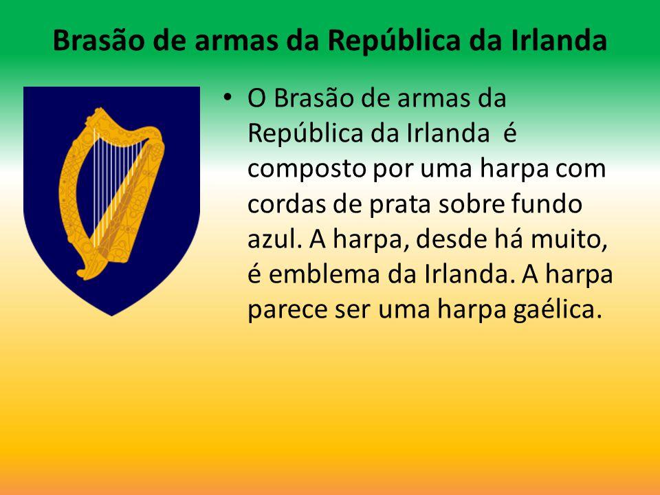 Brasão de armas da República da Irlanda O Brasão de armas da República da Irlanda é composto por uma harpa com cordas de prata sobre fundo azul. A har