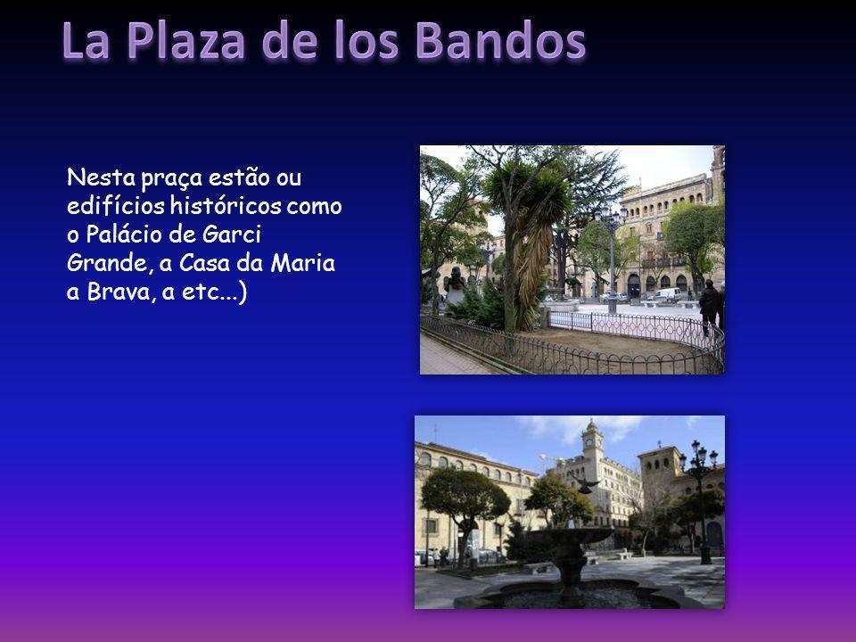 Nesta praça estão ou edifícios históricos como o Palácio de Garci Grande, a Casa da Maria a Brava, a etc...)