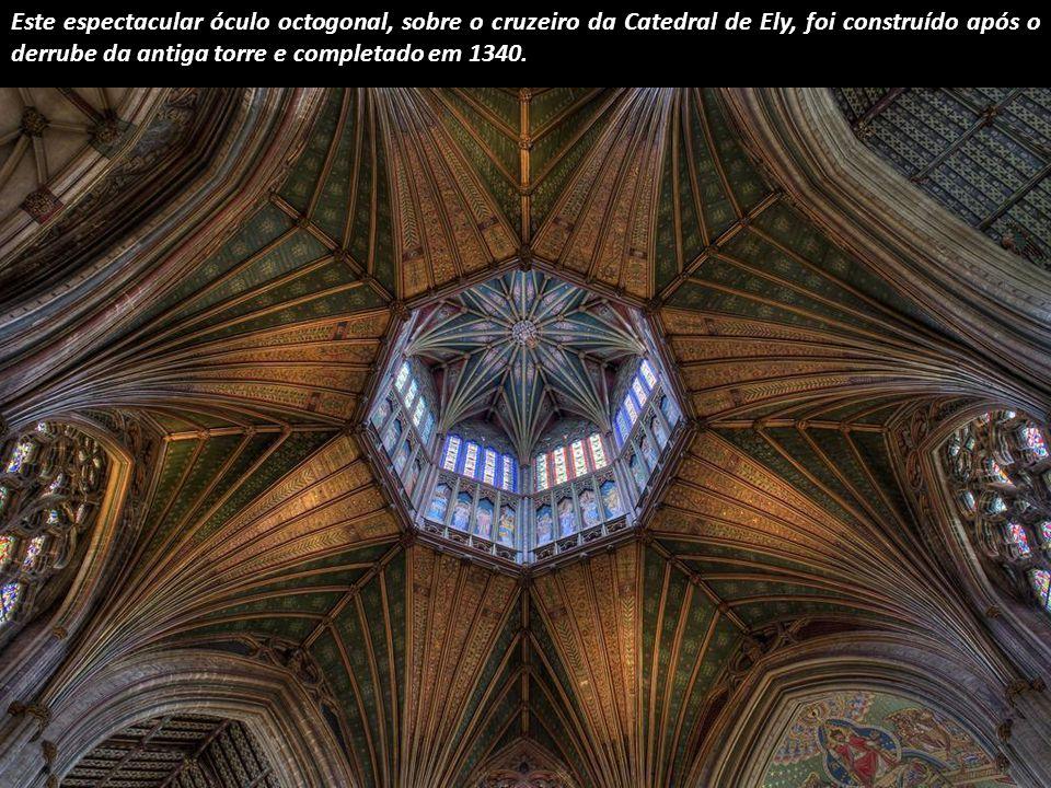 De regresso a Inglaterra para apontar o brilhante cruzeiro da Catedral de Bury St. Edmunds.