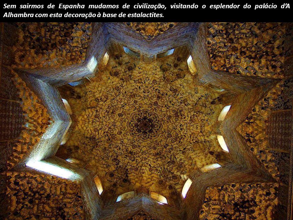 Ponto de fuga na Catedral de Segóvia, Espanha.