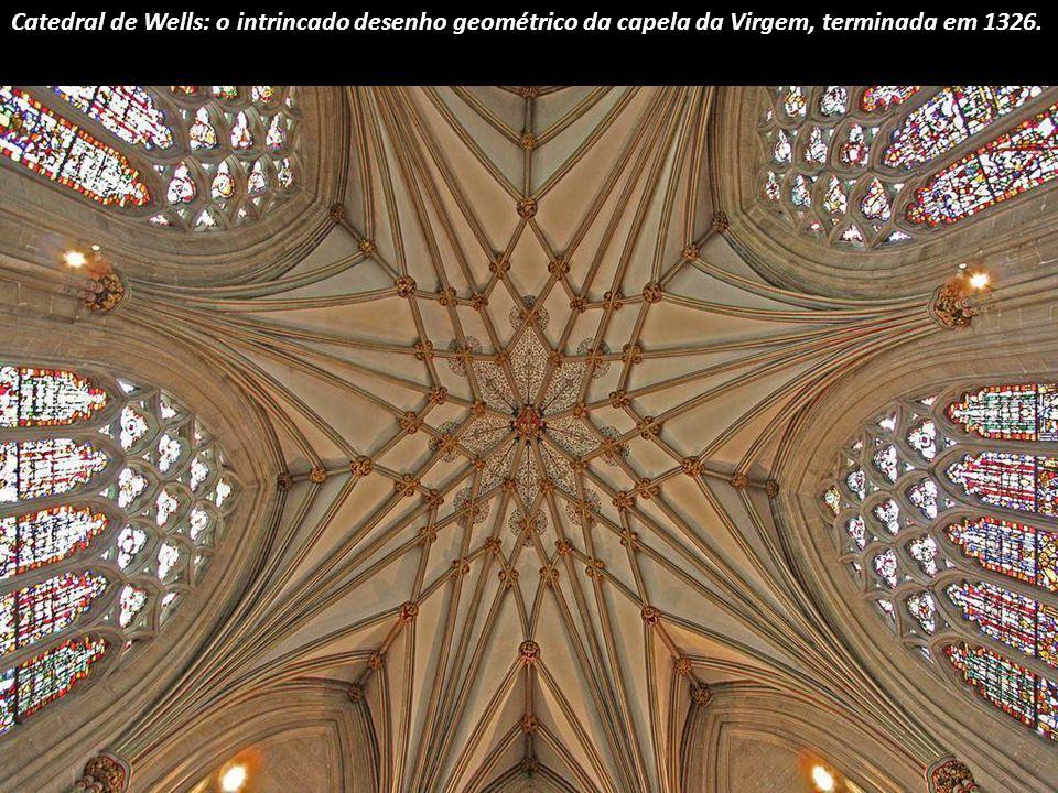 A radiante sala capitular circular da Catedral de York, em Inglaterra.