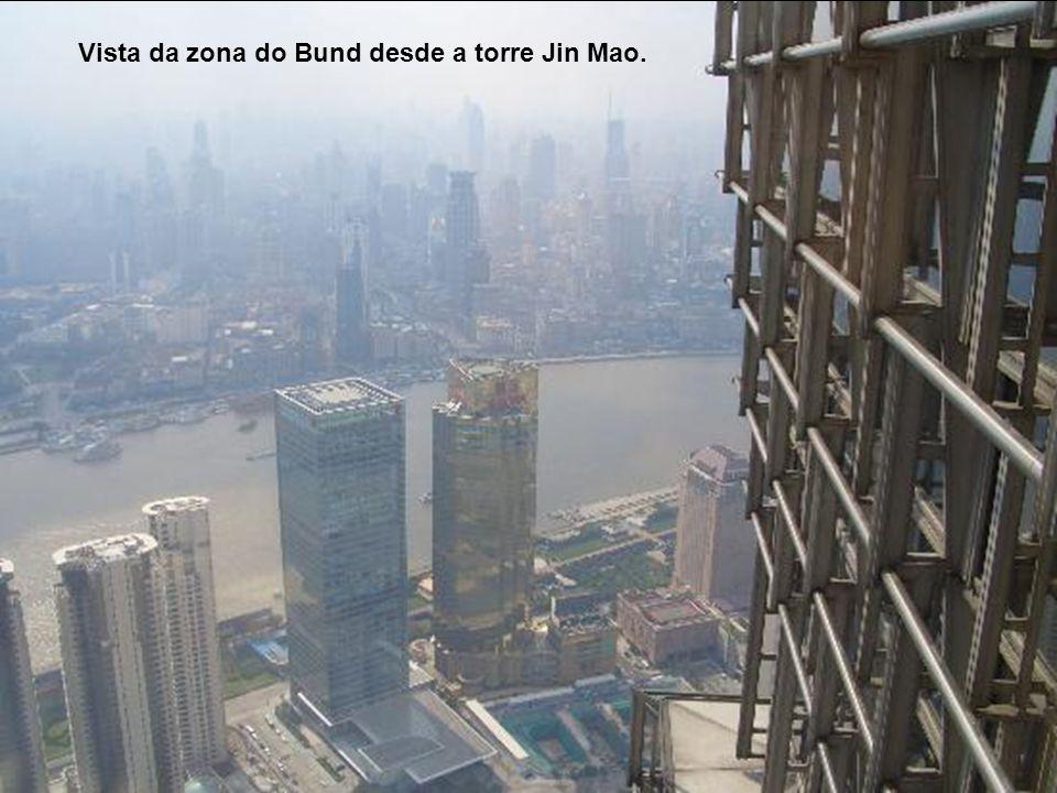 Aceso principal torre Jin Mao