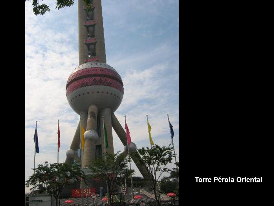 A torre pérola oriental foi inaugurada no ano 1995.