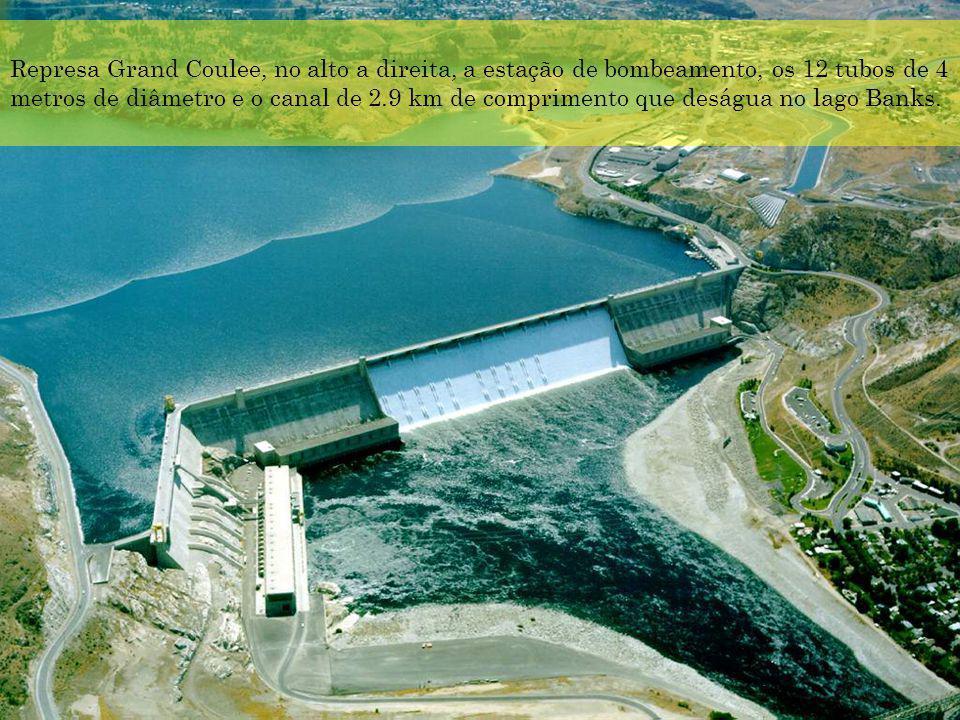 Represa Grand Coulee, no alto a direita, a estação de bombeamento, os 12 tubos de 4 metros de diâmetro e o canal de 2.9 km de comprimento que deságua