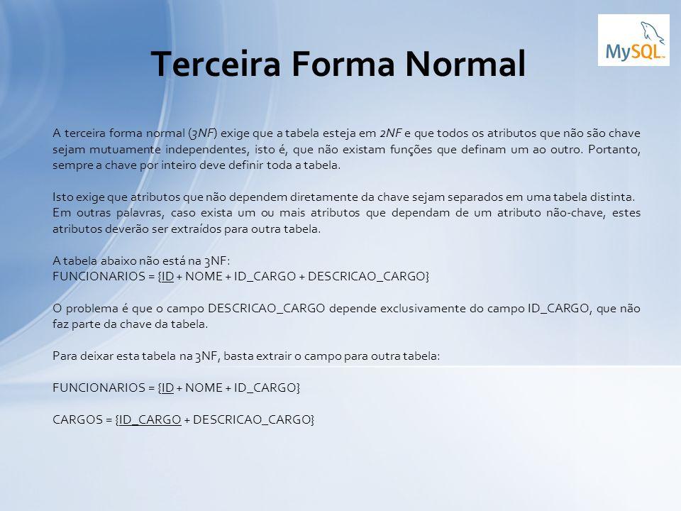 A terceira forma normal (3NF) exige que a tabela esteja em 2NF e que todos os atributos que não são chave sejam mutuamente independentes, isto é, que