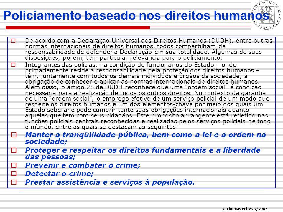 © Thomas Feltes 3/2006 Policiamento baseado nos direitos humanos  De acordo com a Declaração Universal dos Direitos Humanos (DUDH), entre outras normas internacionais de direitos humanos, todos compartilham da responsabilidade de defender a Declaração em sua totalidade.