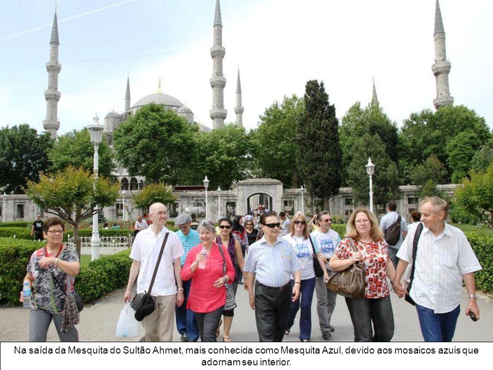 Em frente ao local da palestra – o Centro Municipal de Cultura de Kadiköy - o grupo reuniu-se para as fotos de despedida.