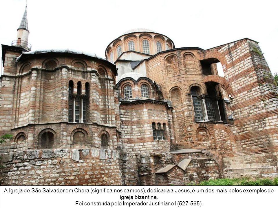O Hagia Sofia ( Sagrada Sabedoria) é um monumento de grande beleza arquitetônica e importante para império bizantino e otomano. A igreja cristã foi pr