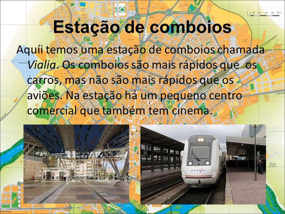 Estação de comboios Aquíi temos uma estação de comboios chamada Vialia.