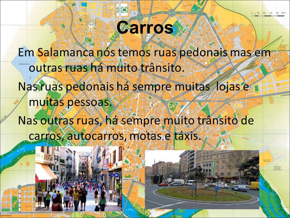 Carros Em Salamanca nós temos ruas pedonais mas em outras ruas há muito trânsito.
